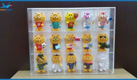 Kệ mica trưng bày gấu bông 10