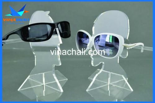 kệ mica trưng bày kính mắt hiện đại