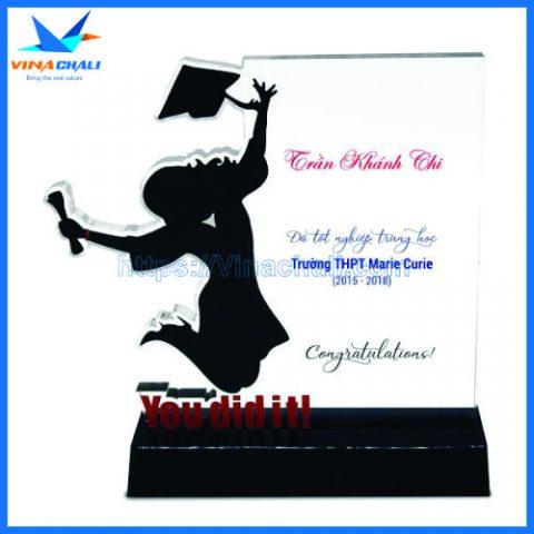 Kỷ niệm chương lễ tốt nghiệp nữ 10