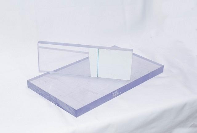 Bề mặt tấm nhựa dễ bị xước